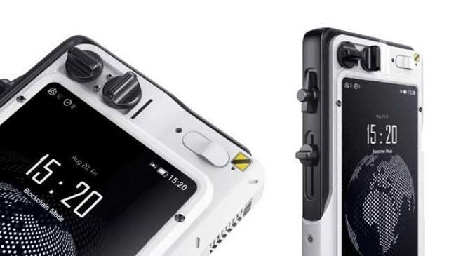 یکی از ویژگیهای منحصربهفرد این گوشی که قطعاً آن را از سایر گوشیهای هوشمند متمایز میسازد، ماژولار بودن آن است.