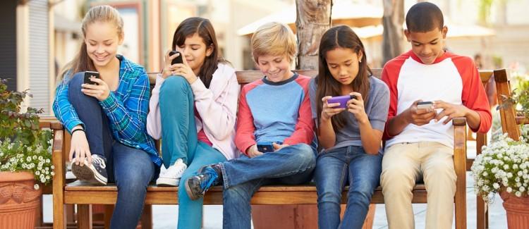 اعتیاد به موبایل در نوجوانان وجود ندارد اما ما دوست داریم اینگونه تصور کنیم.