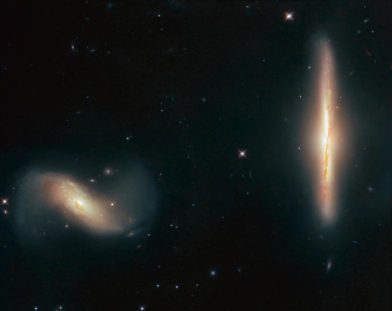 هابل تصویر زیبایی از همنشینی دو کهکشان را ثبت کرد!